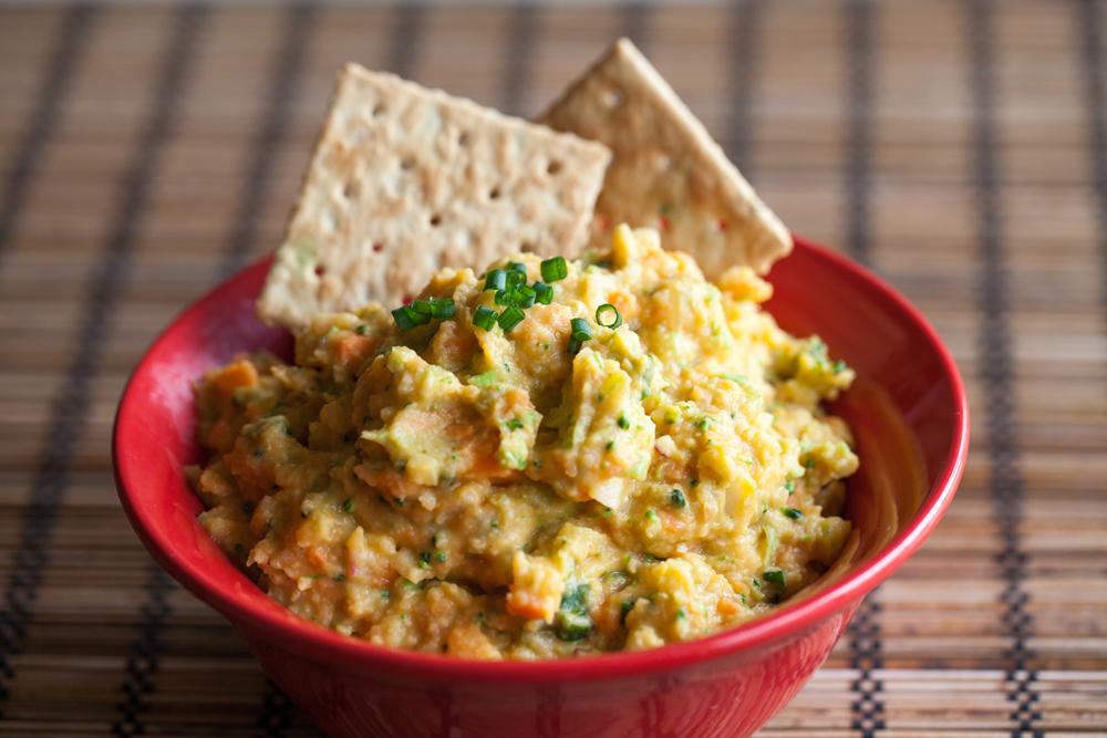 Vegan Veggie Hummus Spread (or Dip!) | www.thatwasvegan.com