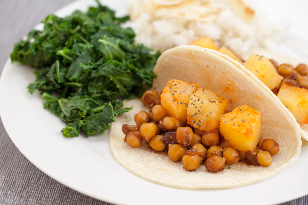 25 delicious healthy and vegan korean recipes korean bbq chickpea tacos w sriracha pineapples thatwasvegan forumfinder Image collections