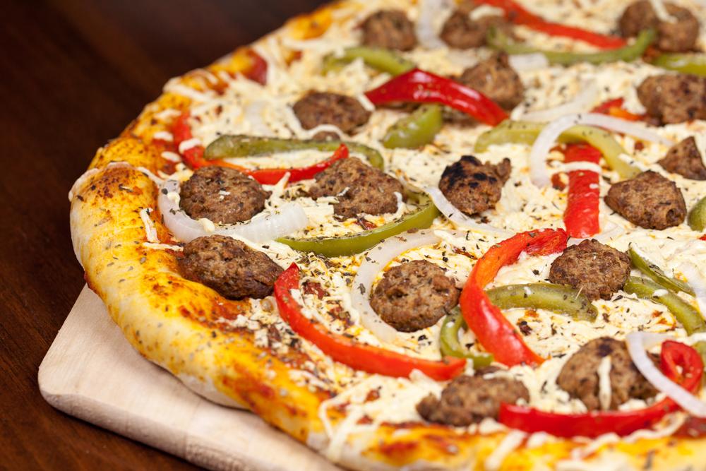 Vegan Sausage Pizza | www.thatwasvegan.com