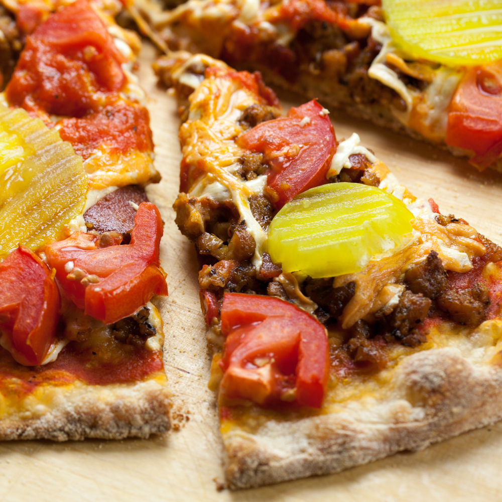 Vegan Bacon Cheeseburger Pizza | www.thatwasvegan.com