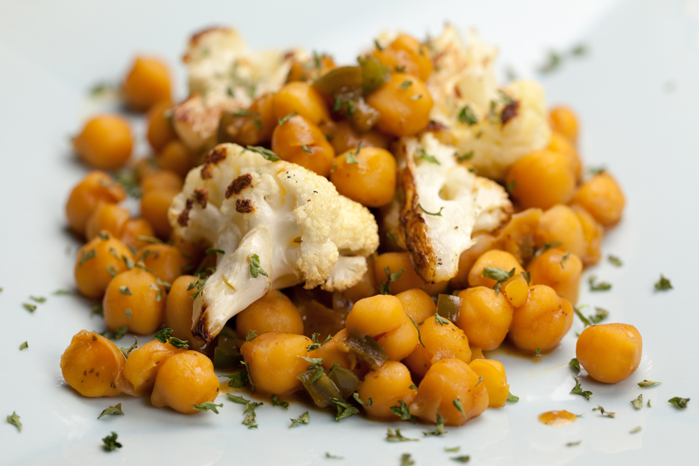 Warm Cauliflower & Chickpea Salad | www.thatwasvegan.com