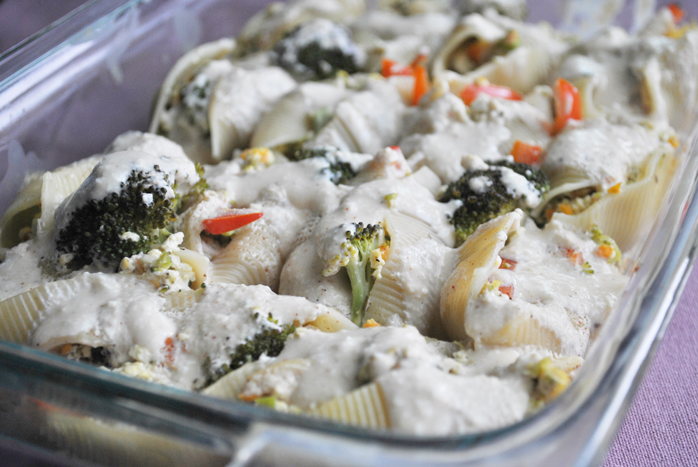 Veggie Stuffed Shells with Alfredo Sauce | www.thatwasvegan.com