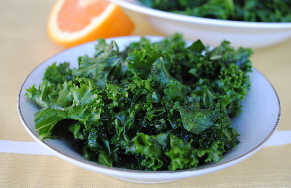 Orange-Vanilla Massaged Kale Salad | www.thatwasvegan.com