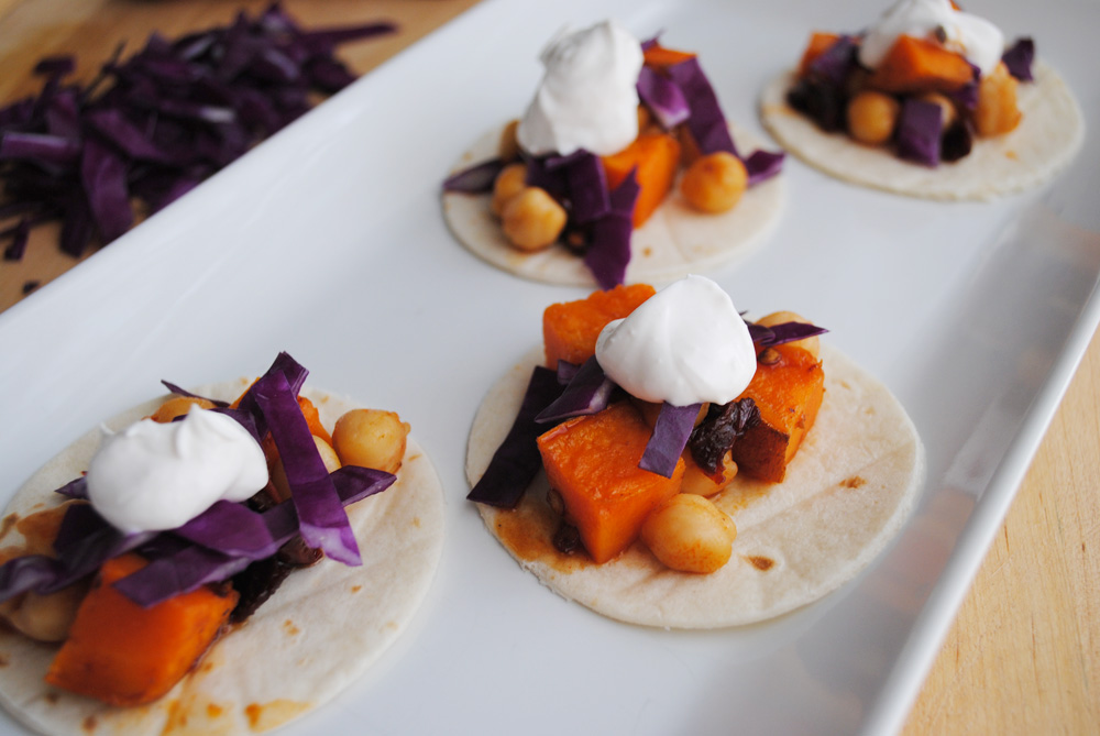 Angry Tacos: Spicy and smoky chickpeas and sweet potatoes | www.thatwasvegan.com