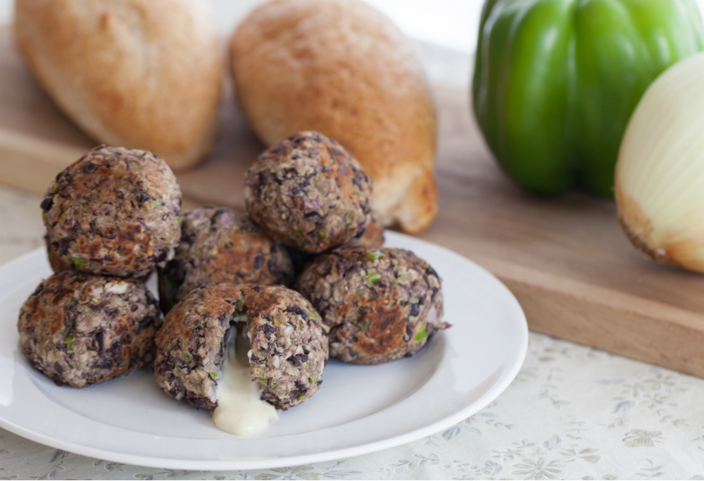 Vegan Cheese-Stuffed Meatballs: A yummy vegan alternative! www.thatwasvegan.com